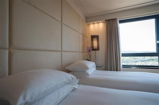 Club King Room with Executive Lounge Access