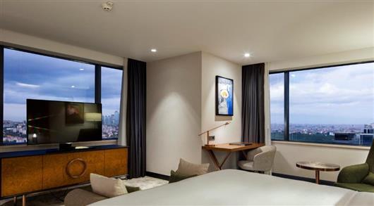 Deluxe Corner King Room