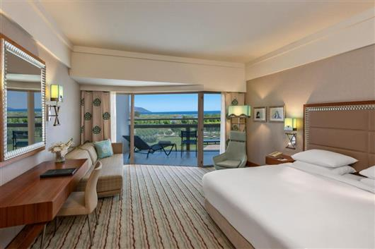 King Guest Room with Pool Access and Sea View