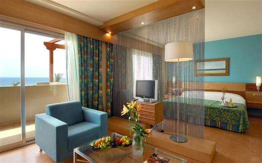 Junior Suite with Sea View (2 Adults+ 2 Children)