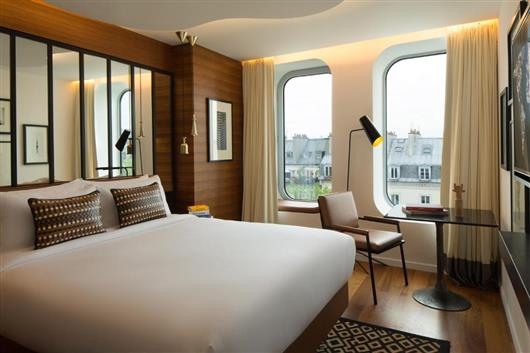 Urban Queen Room with Spa access
