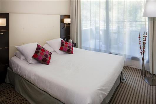 Junior Queen Suite with Sofa Bed