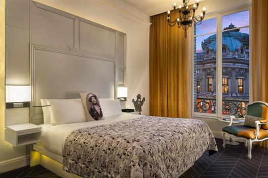 Spectacular Room Opera Garnier view