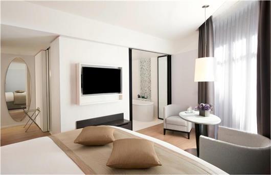 Premium Junior King Suite