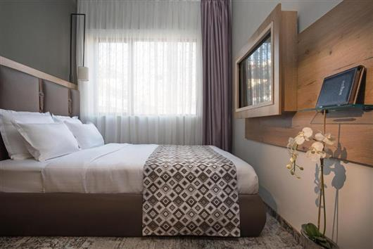 Small Queen Room