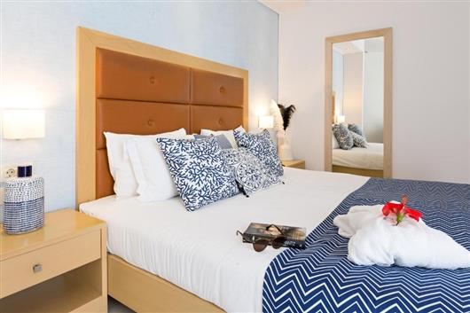 Superior Double Room with Garden View and Sharing Swimming Pool