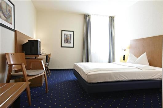 Business Single Room - Public Transport Ticket Included