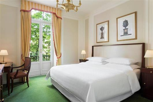 Grand Deluxe King Room with Garden View