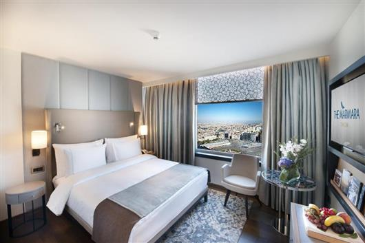 Corner Double Room with City View