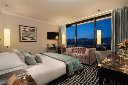 Signature View King Room
