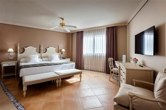 Deluxe Double Room with Club Premium Access (2 Adults)