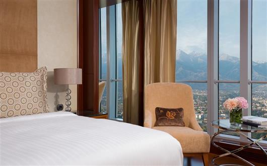 Club Level, Guest room, One King, City & Mountain View