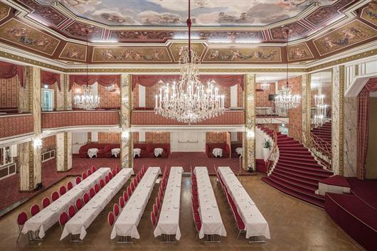 Ballsaal mit Galerie
