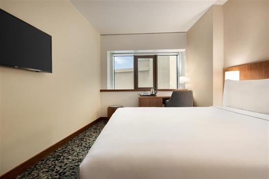 1 Queen Bed, Mobility Accessible Room, City View, Non-Smoking