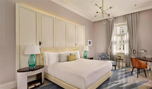 Deluxe Guest room, 1 King, Park or City view