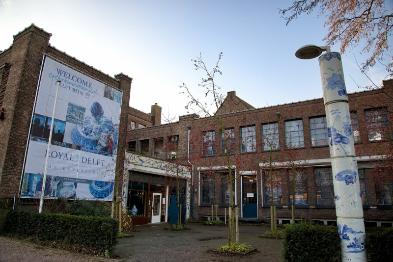 Royal-Delft-Factory-Museum-Entrance-Delft-800x534